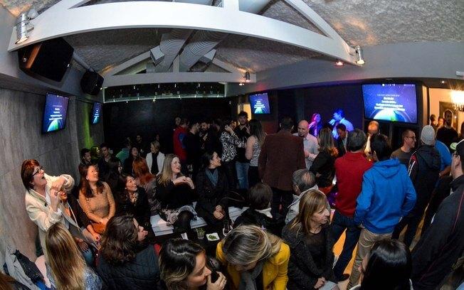Yellow K Karaoke casa noturna bar e restaurante para dia dos solteiros com sistema de automacao epoc