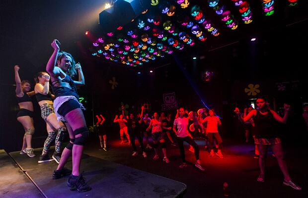 twerk lucro durante o dia balada casa noturna beco 203 d-edge dança academia